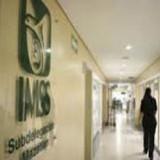 Nace bebé sin vida en ambulancia, familiares culpan a personal del IMSS