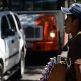 Principales cruceros de Xalapa invadidos por vendedores ambulantes