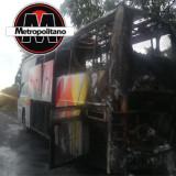 Se incendia autobús de la línea AU, se salvan pasajeros de milagro