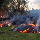 Río de lava atraviesa área residencial de Hawái
