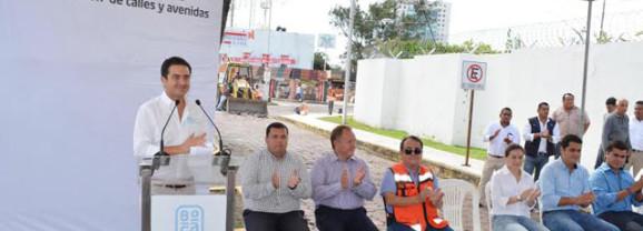 Inicia el Alcalde Miguel Ángel Yunes Márquez obra en La Petrolera