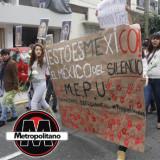 En Xalapa estudiantes marchan por normalistas