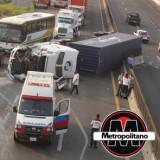 Aparatosa volcadura de un tráiler se registró en la autopista Cardel-Veracruz