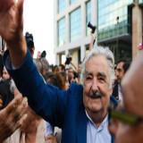 Mujica, aclamado en su despedida como presidente