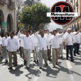 En Xalapa se manifiestan maestros para que les entreguen la Toma de Nota