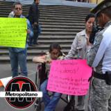 Trabajadores de la Secretaría de Salud región Martínez de la Torre se manifiestan en Plaza Lerdo