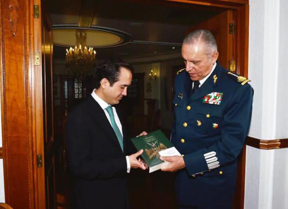 Se reúne Fernando Yunes con el General Secretario de la Defensa Nacional
