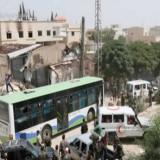 Civiles sirios y milicianos son desalojados de la ciudad de Daraya
