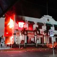 Veracruz: y ahora queman un palacio municipal / Mussio Cárdenas Arellano